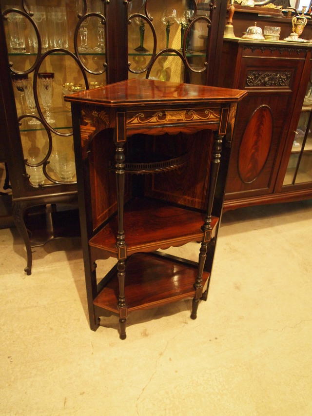 cabinet300714_01.JPG