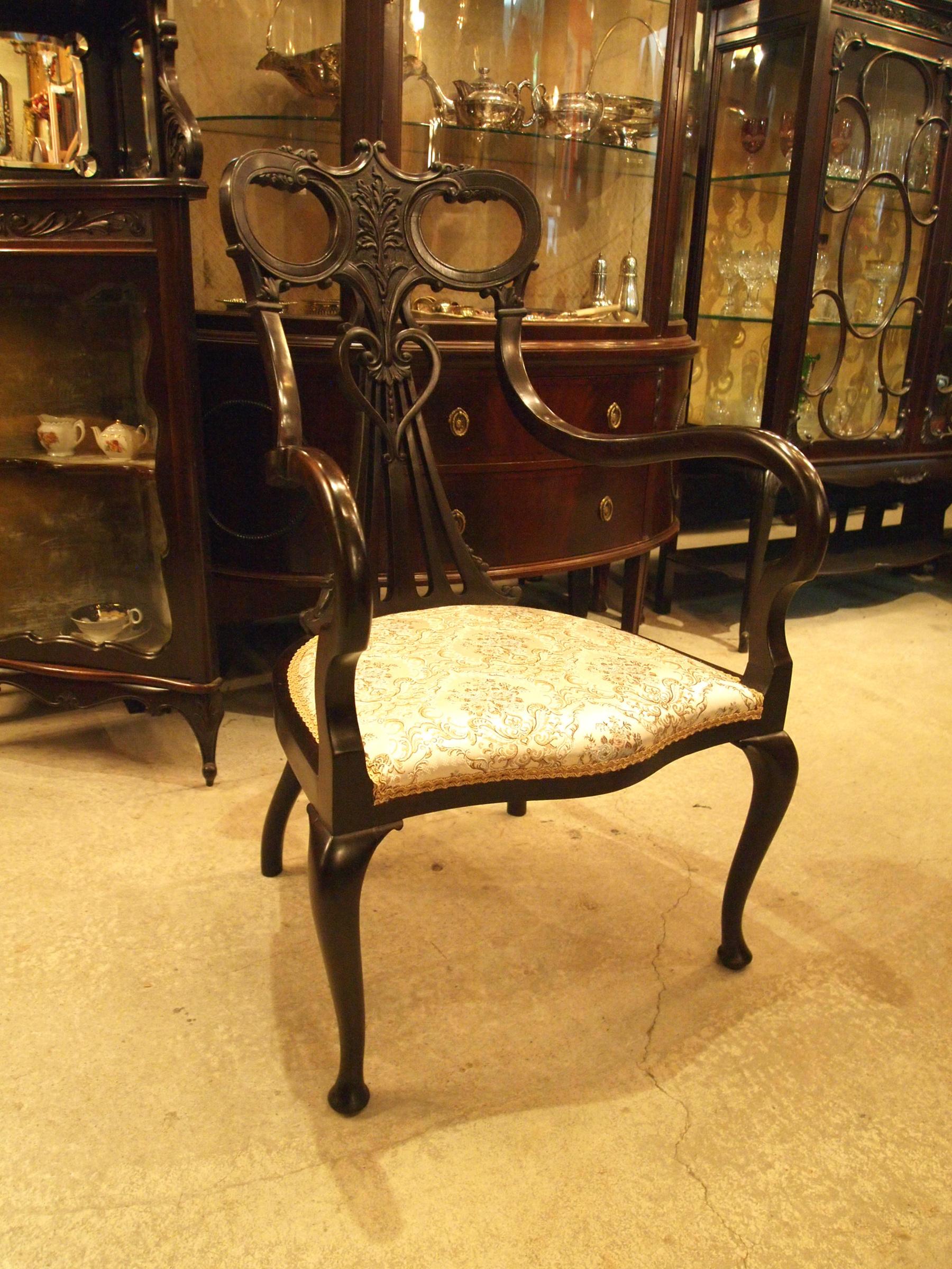 chair200110_03.JPG