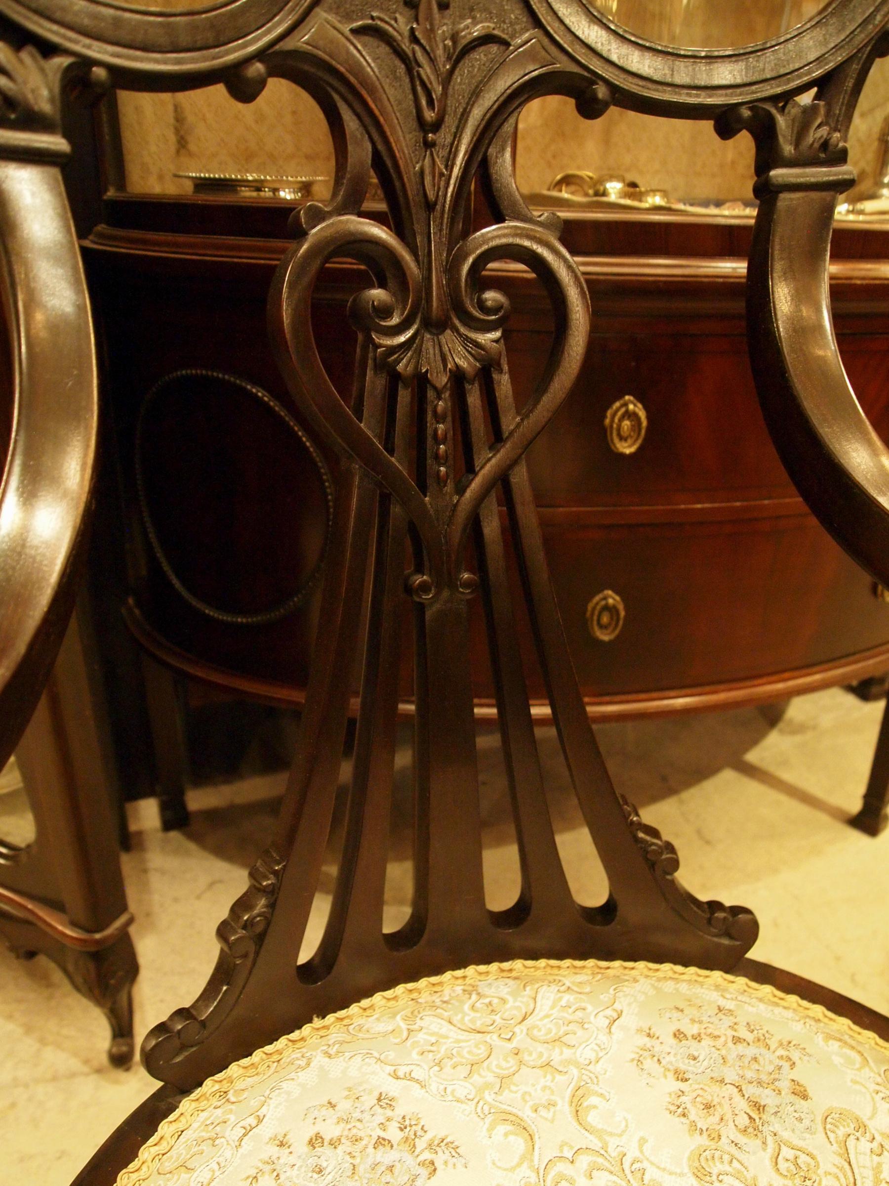 chair200110_06.JPG