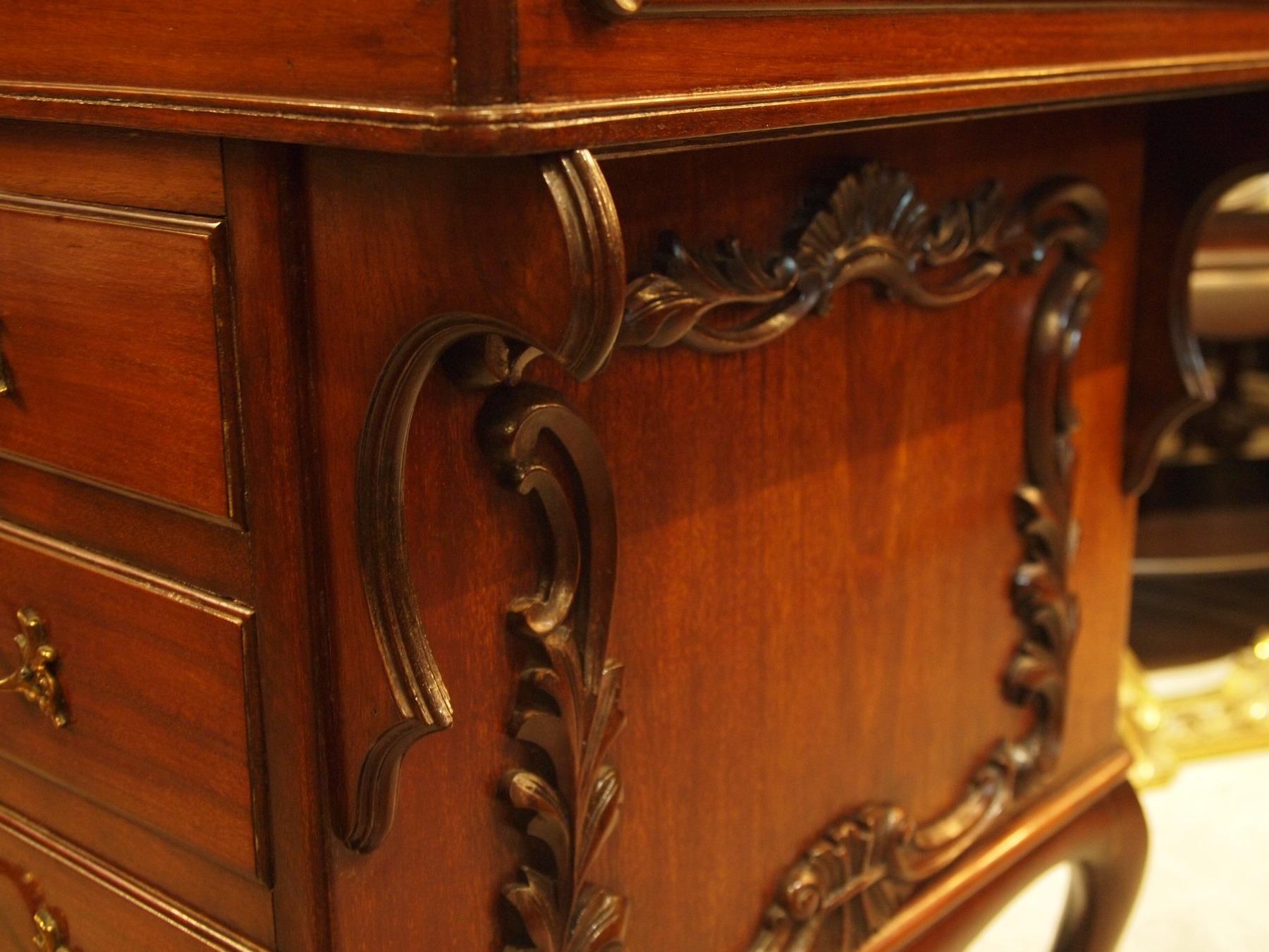 desk200619_18.JPG